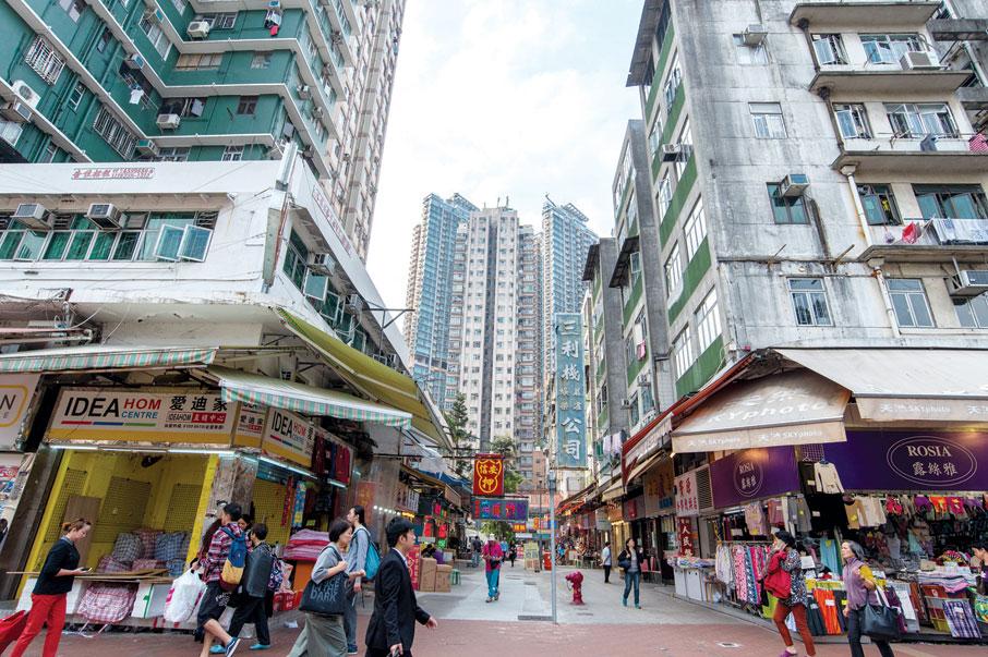 屯門市中心,近年開始經歷重建和陸續有新樓宇的落成。