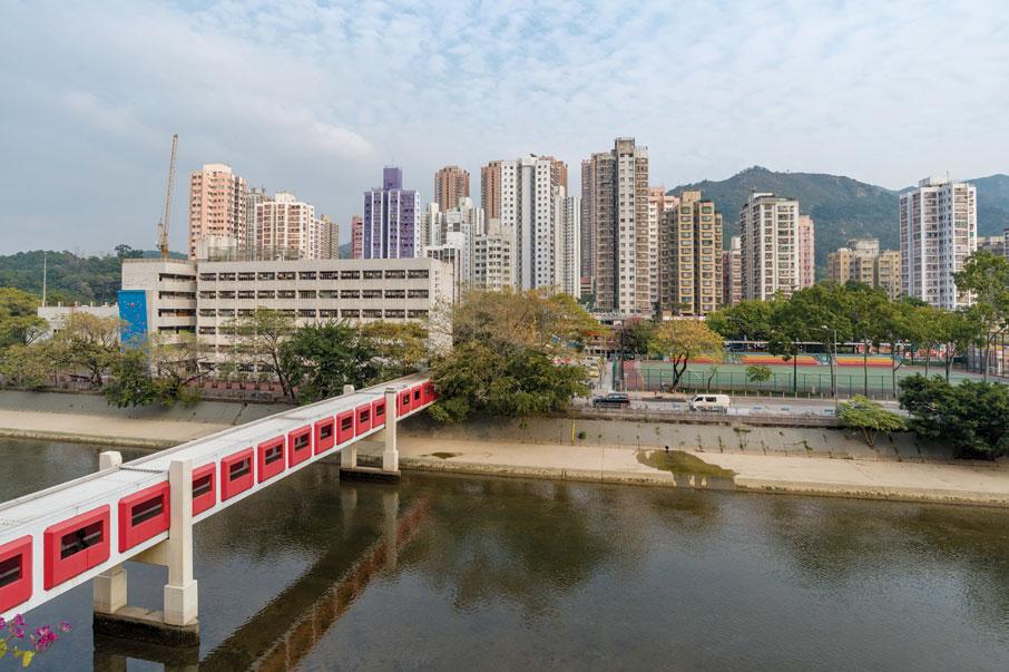 新市鎮發展多年後,屯門社區沿着屯門河兩旁發展,已具規模。