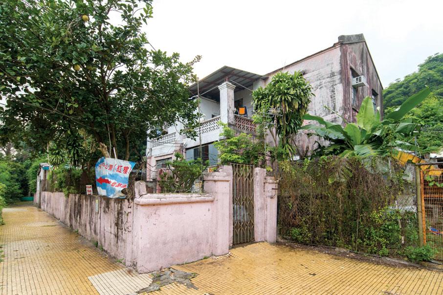 前身為青山農場(新生農場),曾是興中會的秘密基地,記載了一段重要的革命事蹟。農場中建有一座紅磚房屋,稱為紅樓。