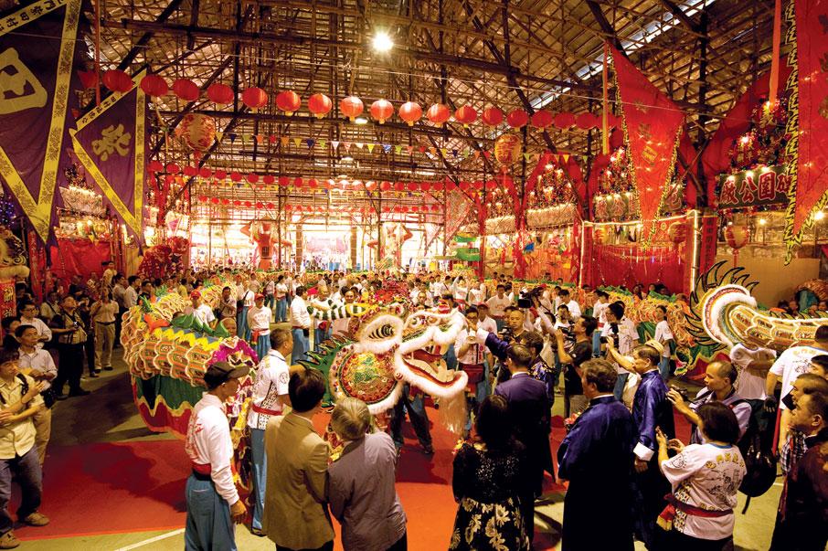 清朝遷界前,陶氏早已定居在屯門北部河谷一帶,至今仍是屯門區的重要氏族。適逢十年太平清醮,舉辦隆重儀式,團結宗族。