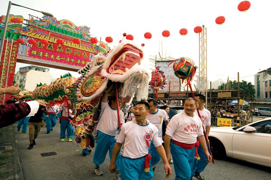 大型的傳統節慶既能凝聚鄉民,同時也吸引不少市民到來參觀。